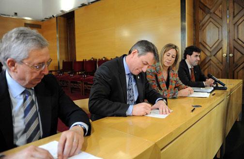 Signatura de la compra-venda dels terrenys on ha d'anar El Corte Inglés a Mataró. Foto: Aj. Mataró