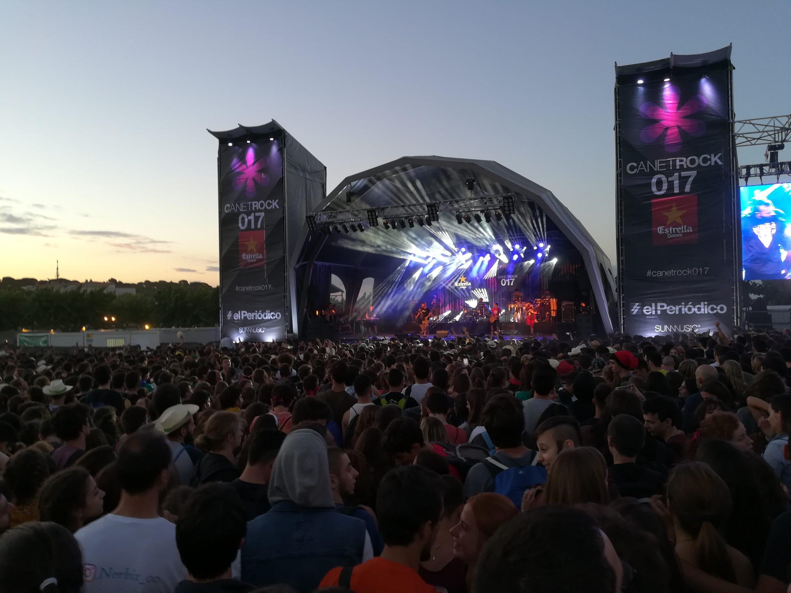Imatge del CanetRock 2017, durant el concert de Txarango.