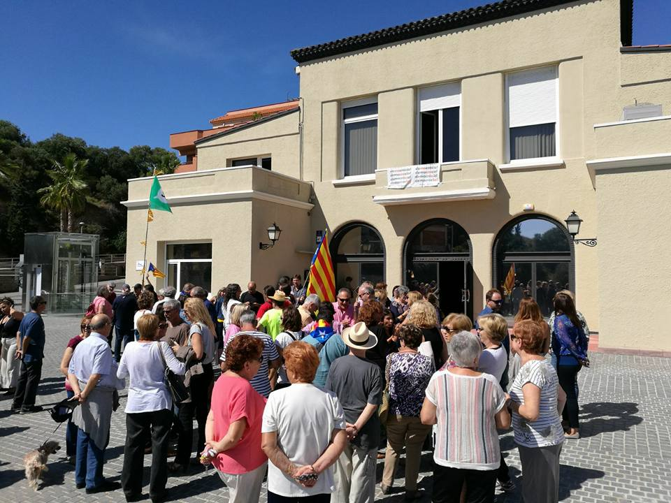 Concentració a Montgat en favor del referèndum i en protesta per les detencions de Barcelona. Foto: Aj. Montgat