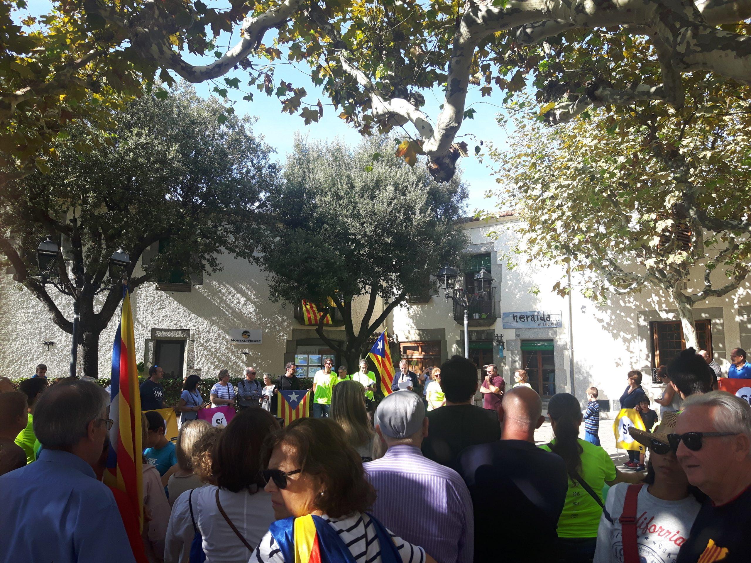 Concentració a Sant Vicenç de Montalt en defensa del referèndum