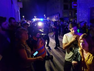 Montserrat Candini atenent els mitjans. Foto: Twitter