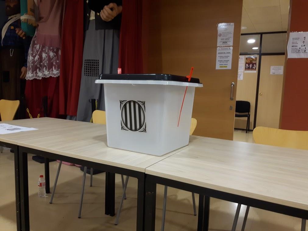 Urna d'un dels col·legis electorals de Sant Vicenç de Montalt. Foto: JLV