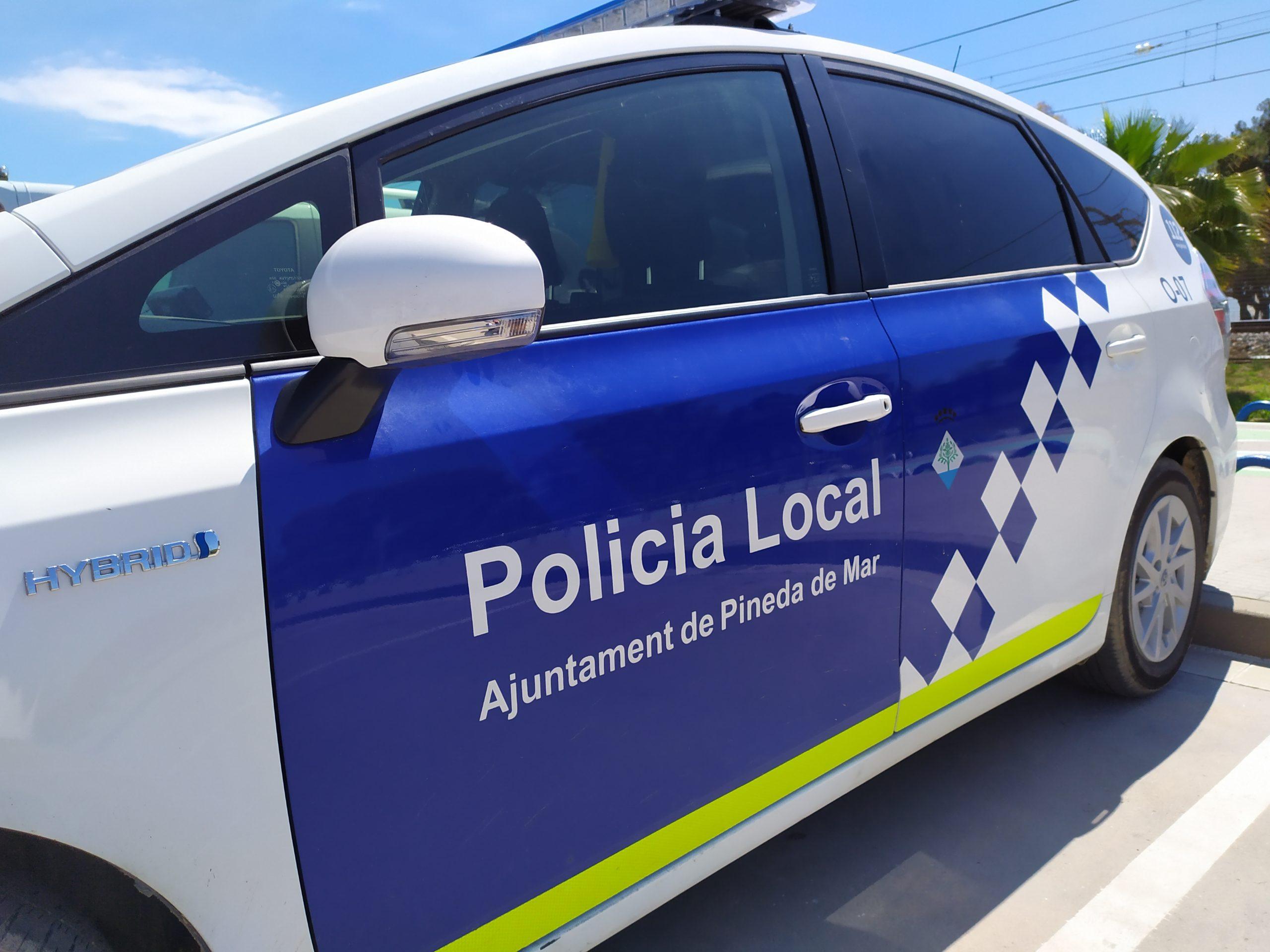 Els comerços podran sol·licitar la presència de la Policia Local a través d'una app gratuïta. Foto: Aj. Pineda de Mar