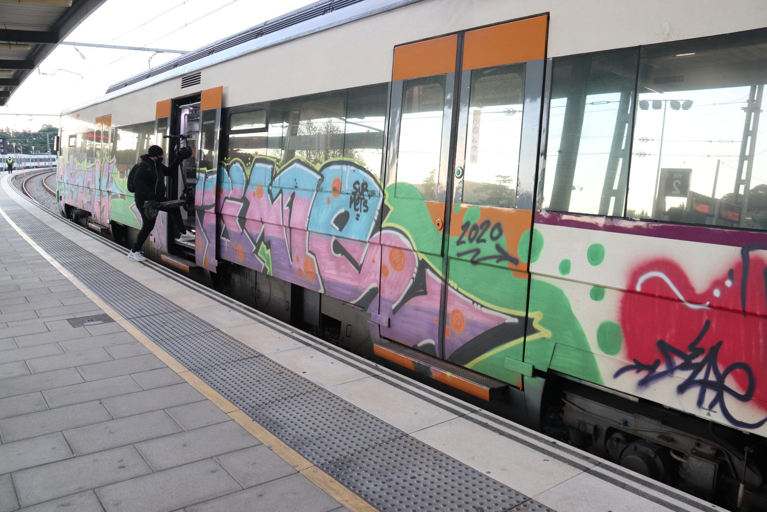Tren aturat a l'estació de Blanes