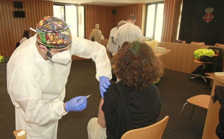 Comença a Blanes la vacunació de professionals