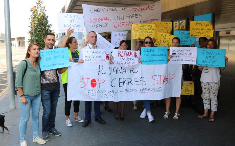 Treballadors de la base de Ryanair a Vilobí durant la vaga del setembre del 2019