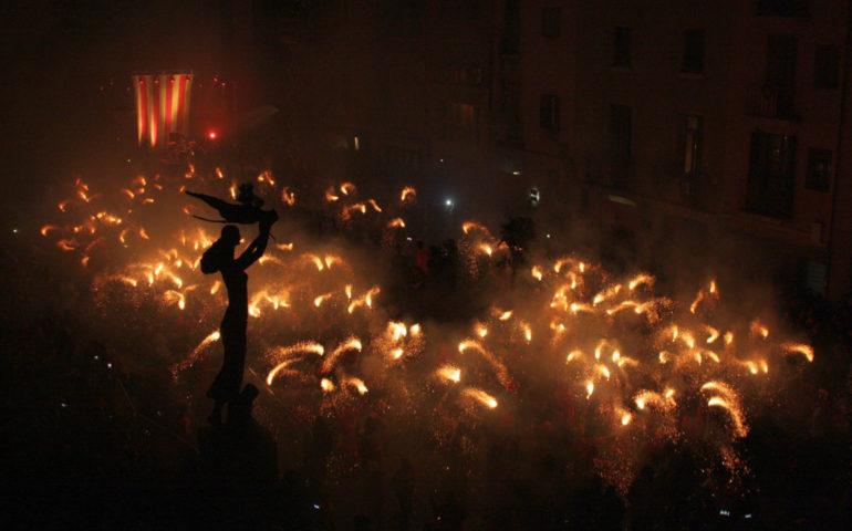 La Fogonada de la diada de Sant Jordi a Mataró, l'any 2015. Foto: Arxiu ACN