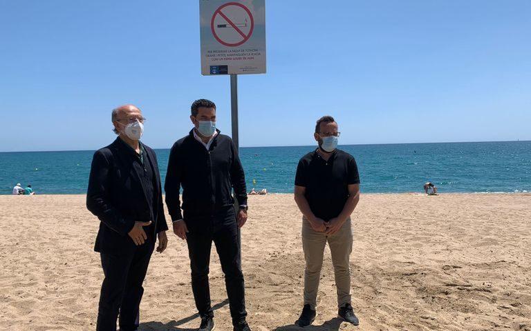 L'alcalde de Pineda de Mar, Xavier Amor, amb el regidor de salut Santiago Macip i el regidor de platges Jorge Torres. Foto: Aj. Pineda