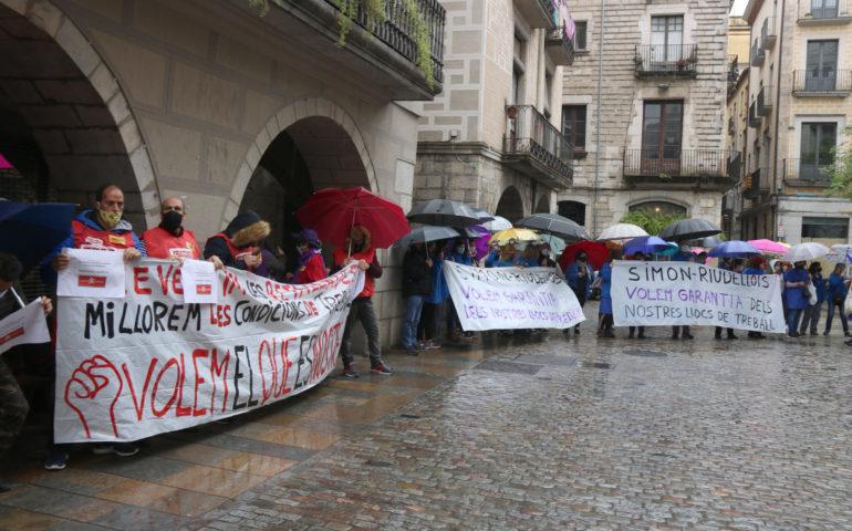 Treballadors de Simón de Riudellots en una manifestació a Girona