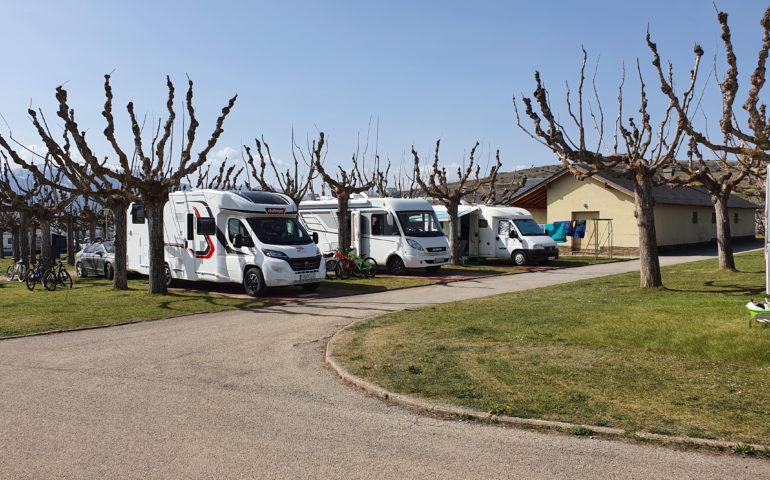 Autocaravanes instal·lades al servei Camp&Go. Foto: cedida a l'ACN per l'Associació de Càmpings de Girona