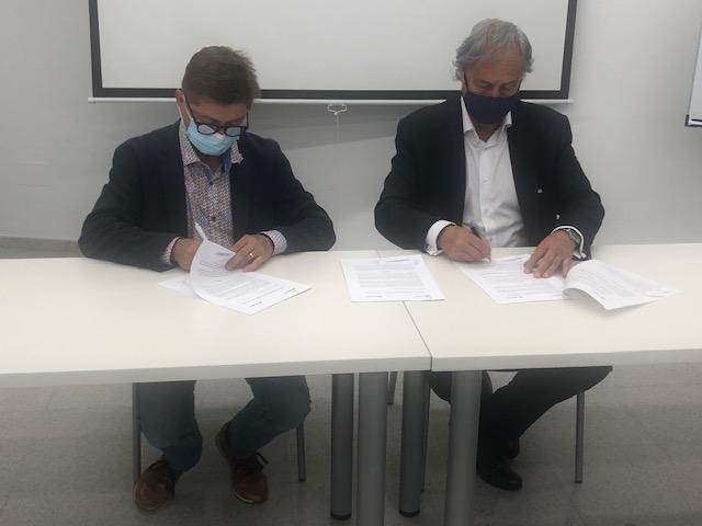 Signatura del conveni entre el Consell Comarcal i Caixabank per finançar projectes emprenedors