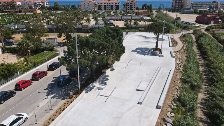 El nou skatepark de Pineda de Mar ja acull patinadors. Foto: Aj. Pineda