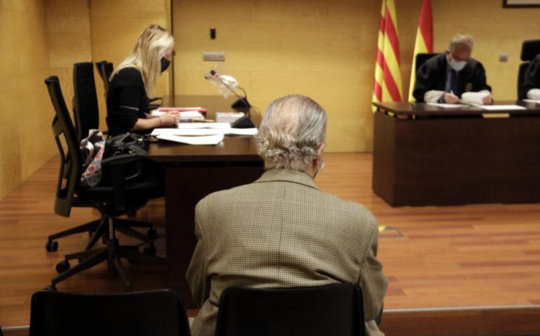 D'esquenes, el professor de dansa de Vidreres acusat d'abusar sexualment d'un alumne menor d'edat. Foto: ACN - Marina López