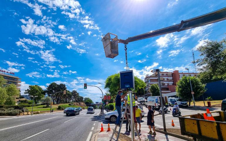 La Policia Local ha començat a instal·lar el nou radar de Lloret de Mar. Foto: Aj. Lloret