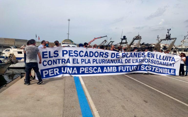 Protesta dels pescadors de Blanes contra les limitacions de la UE a la pesca d'arrossegament