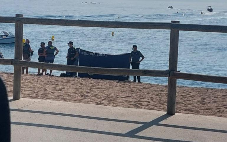 Mor ofegat un home en una platja de Blanes
