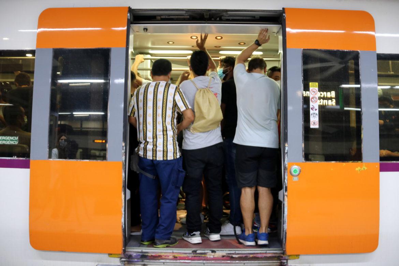 Un tren de rodalies a l'estació de Sants
