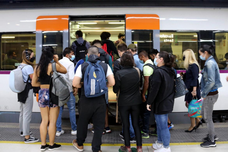 Aglomeracions als trens per la vaga a Renfe